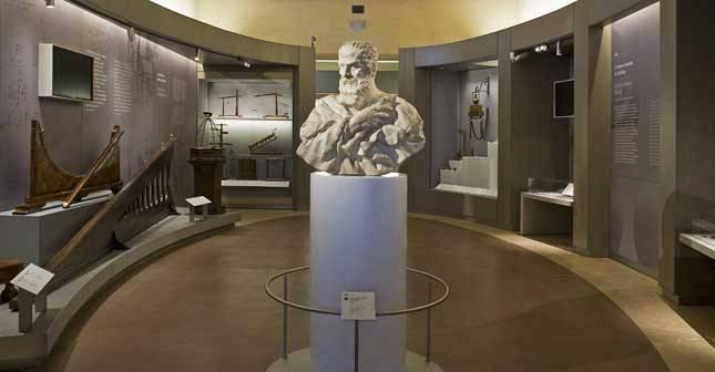 Galileo due luoghi una storia basilica di santa croce for Due case di tronchi storia